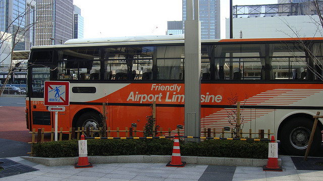 Airport Limousine. Photo courtesy of David McKelvey (CC license).